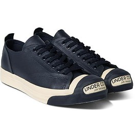 navy/sneakers style