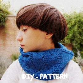 Luulla - Fall clothing - Pattern children cowl - Knitted - Bright blue - Block color