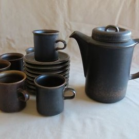 ARABIA - VINTAGE ARABIA RUSKA COFFEE POT W/LID AND 6 CUPS & SAUCERS