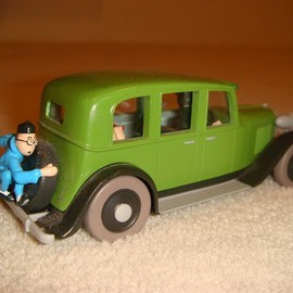 "tintin - minuture car from ""le lotus bleu"""