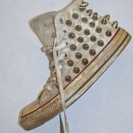 BESS - BESS NYC DECAY WHITE CORRODED STEEL STUD CHUCKS