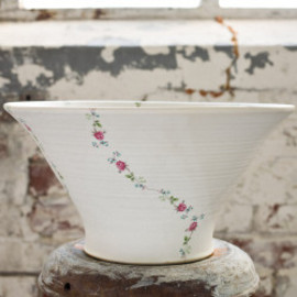 Karin Eriksson -  Mint Bowl Large - Rose Garland