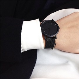 black minimal/watch