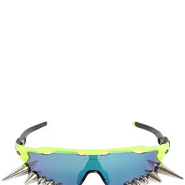 VETEMENTS - SS2019 OAKLEY SPIKED 400 SUNGLASSES