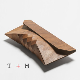EMBOYA - Wood Clutch
