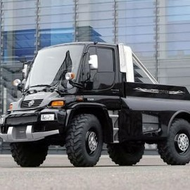 Mercedes-Benz - Unimog U 500 Black Edition by Brabus