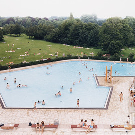 Andreas Gursky - Ratingen Swimming Pool. 1987