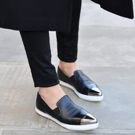 PATENT LEATHER LOAFERS WITH PLEATED BOW