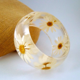 SpottedDogAsheville - Daisy Resin Bangle.  Pressed Daisies Bracelet.