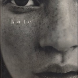 KATE by KATE MOSS / FOREWORD BY LIZ TILBERIS - MOSS, Kate.