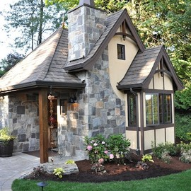 This actually looks like a guest cottage.