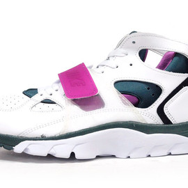 "NIKE - AIR TRAINER HUARACHE ""LIMITED EDITION for NONFUTURE"""