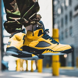 NIKE - AIR JORDAN 5 MICHIGAN
