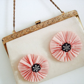Vintagiality - Vintage 60s flower purse/ light pastel pink peach color/ gold tone floral ornate frame/ spring accessory/ doubles as clutch