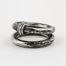 HENSON - SPINE DOUBLE RING - OXIDISED SILVER