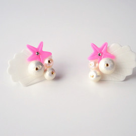a cloudy dream - WHITE SHELL PEARL PIERCE VIVID PINK