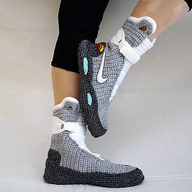 Sevda Yazici - Nike air mags slippers
