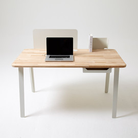 Sam Wilkinson  - Mantis Desk
