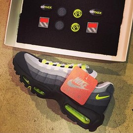 Nike - NIKE AIR MAX 95 PATCH COOL GREY/WHITE-NEON YELLOW