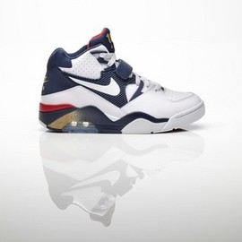 Nike - AIR FORCE 180