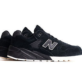 New Balance - MT580 - Black (Suede)