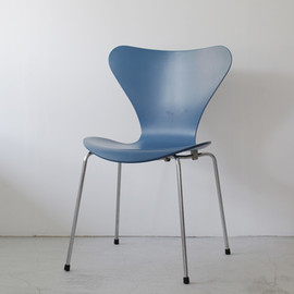 Fritz Hansen - Seven Chair by Arne Jacobsen