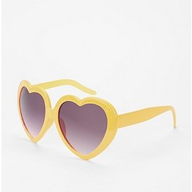 Urban Outfitters - Sweetheart Sunglasses