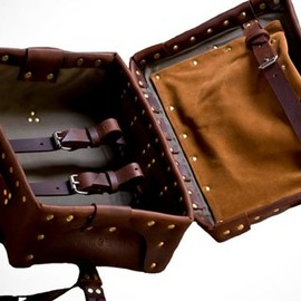 Palmer & Sons - 2 Way leather suitcase