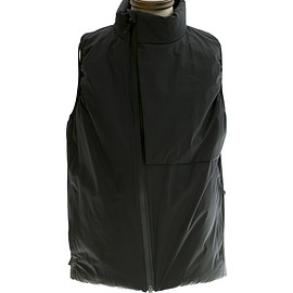 Tilak - POUTNIK SHIELD Vest The Urban Traveler