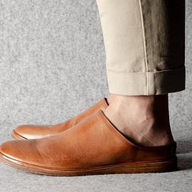 hard graft - IN & OUT SLIP ONS . CLASSIC LEATHER