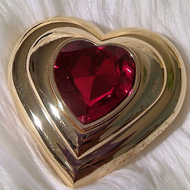 Yves Saint-Laurent - Yves Saint Laurent Poudre Ecrin Fine Gold Plated Jeweled Heart Compact