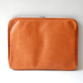 ED ROBERT JUDSON, UNIVERSAL PRODUCTS - Leather High Spec Clutch Bag