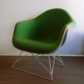 Herman Miller - Eames Arm Shell Chair