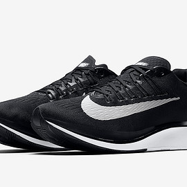 NIKE - Zoom Fly - Black/Black/White