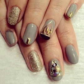 Gray & gold nails