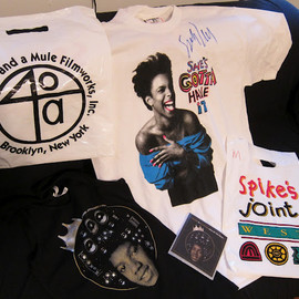 Forty Acres and a Mule Filmworks,Ink. - Spike Lee's autograph on SHE'S GOTTA HAVE iT T-shirts