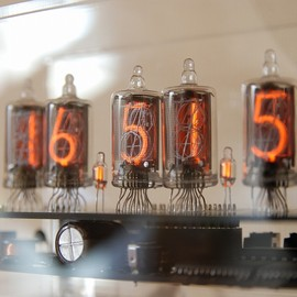 MARIO KINGS - 5853Happy nixie clock