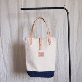 HERITAGE LEATHER CO. - Book Tote #natural×navy