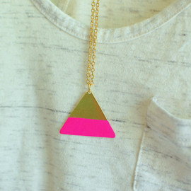 theswanlake - gold triangle necklace - hot pink color block - geometric - gold chain