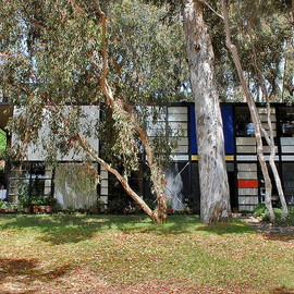 CHARLS AND RAY EAMES - EAMES HOUSE
