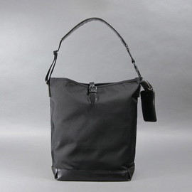ARTS&CRAFTS - BLACK NYLON / ONE STRAP CARRYALL