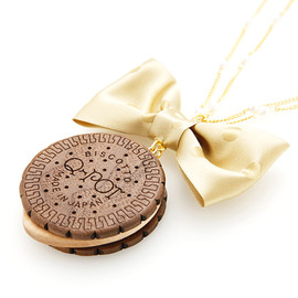 Q-pot. - Round Choco Biscuit Necklace GoldRibbon
