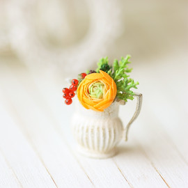 Luulla - Dollhouse Miniature Flower - Orange Ranunculus Flower Arrangement