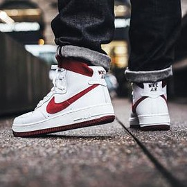 NIKE - NIKE AIR FORCE 1 HI RETRO QS SUMMIT WHITE/TEAM RED