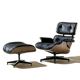 Eames® Molded Plastic Dowel-Leg Armchair (DAW), Black/Maple