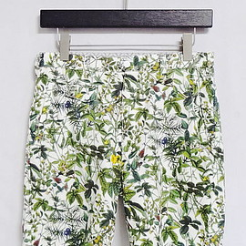 White Mountaineering - COTTON OXFORD BOTANICAL PRINT BERMUDA PANTS