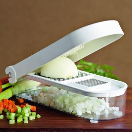 Williams-Sonoma - Vegetable Chop & Measure