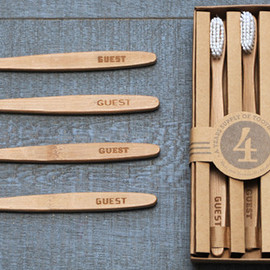 IZOLA - Toothbrush Set