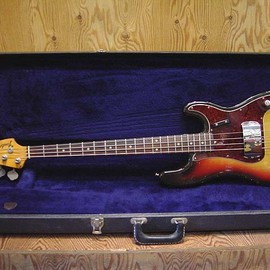 Fender USA - '70 PRECISION BASS (SB/R)