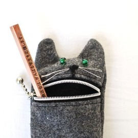 Tokyoinspired - cute Hungry cat pencil / eyeglass case